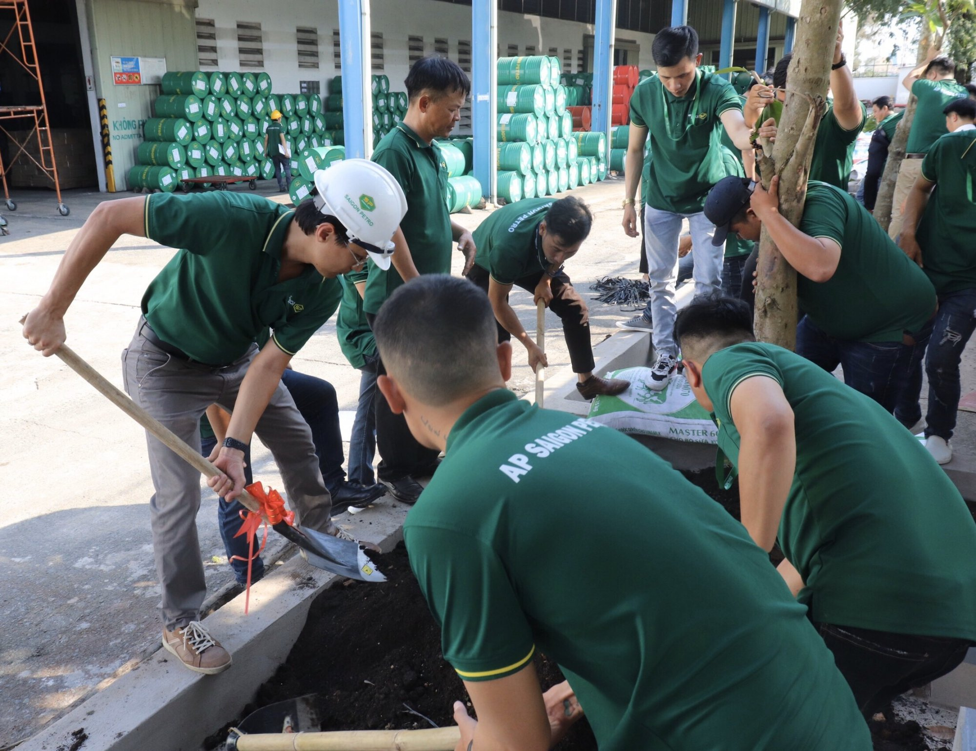 """MESSAGE """"FOR THE GREEN ENVIRONMENT"""" AT TREE PLANTING DAY OF AP SAIGON PETRO"""